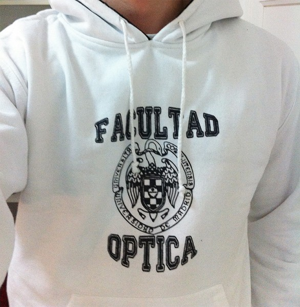 sudadera-blanca-facultad-optica-red